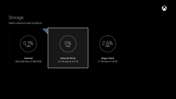 Hasta tres unidades externas se pueden enchufar a Xbox One.