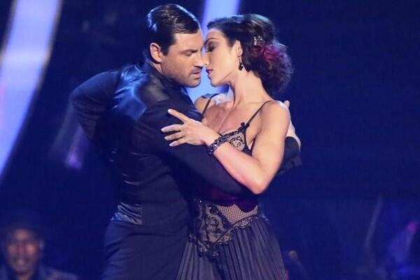 Congrats to both @Meryl_Davis and @MaksimC. You guys killed it again on #DWTS! RT if you agree http://t.co/mf4M7O3osC http://t.co/DsBY7lSPoN