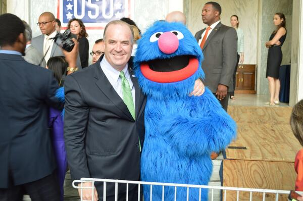 Joined the @SesameStreet gang today for a @The_USO service project putting together care packages for service members http://t.co/87EqiQAFxe
