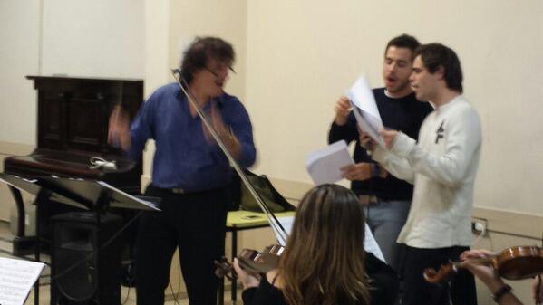 Ensayan @sresysres con @MahlerAngel @p_lanzani  y @FernandoDente se  viene gran rex 27.5 !@pashkus @maxicardaci http://t.co/iNv446On5p