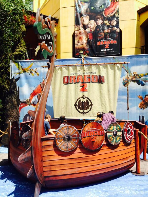 Dragon simulator!! Flying my own dragon at Dreamworks!! #httyd2event http://t.co/Yi7w4xP1RE