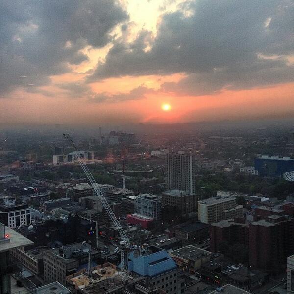 Sunset in #toronto http://t.co/seSCvc3TN0