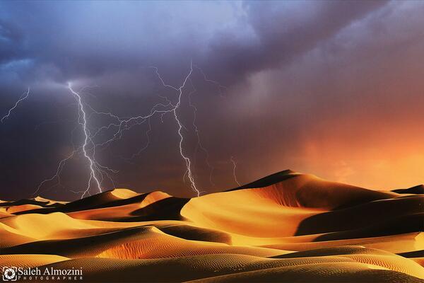 A Lightning Storm Deep in the Saudi Arabia Desert #photo by Salehal Mozini #travelpics https://t.co/FWVOU9rNEp rt @zaibatsu