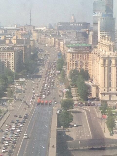 На #кутузовский поехали скорые и пожарные. Движение перекрыто http://t.co/0jL3JnnMg9
