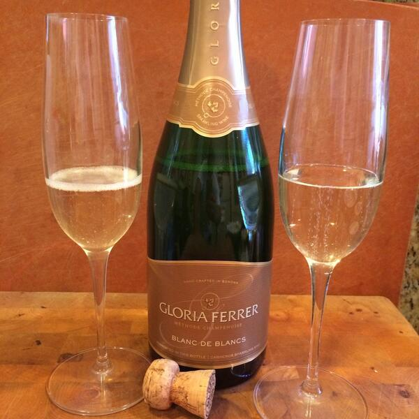 1st up for #ChardDay is @GloriaFerrer Blanc de Blanc NV Sparkling #wine. Granny Smith apple, lemon custard, almonds! http://t.co/2W8sqzr3wF