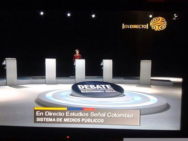 Debate de candidatos a la vicepresidencia... Y solo llegó Aída Avella. #ColombiaDebate http://t.co/PILTBEbs9k