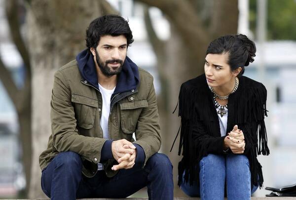 Kara Para Aşk / Elif'in karşılıksız Aşkı!