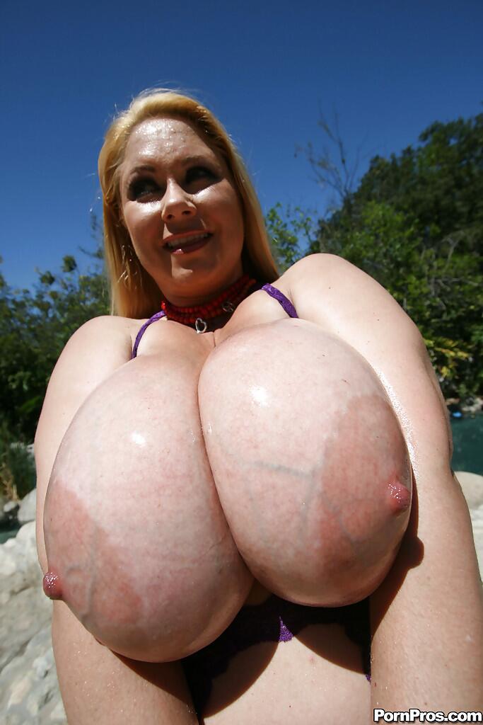 LEILA: V V Big Boobs