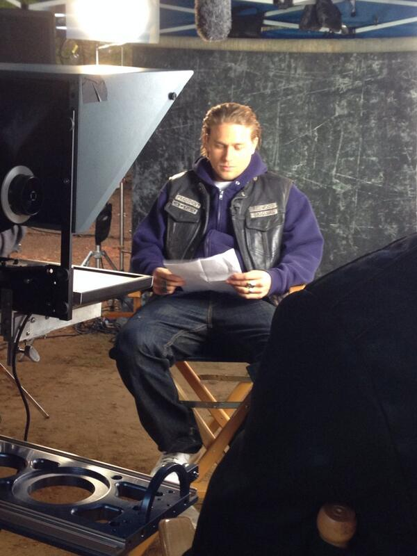 And here he is, Mr. Charlie Hunnam. @SonsofAnarchy #SOAFX http://t.co/EHthhIDwFr