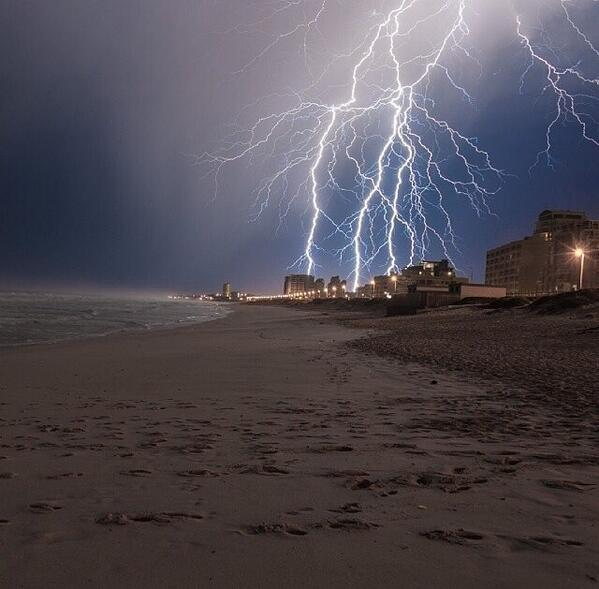 this! RT @MrCPT: Amazing image of the lightning captured on Blouberg Beach this morning! http://t.co/pWkohXLuk6   #capeWeather