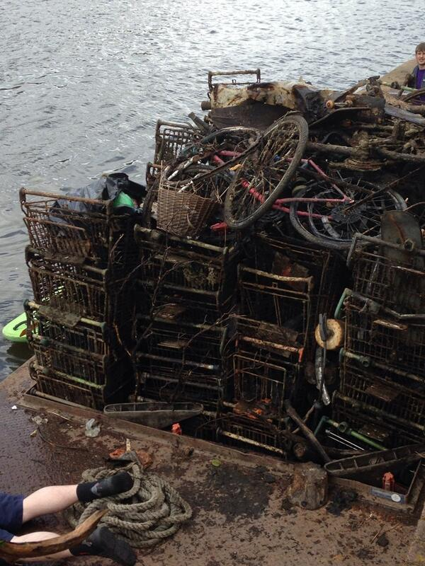 cleaning up river Thames at Kingston: 73 shopping trolleys, 10 bikes in 2.5 hours. Well done @kingstonsport http://t.co/nZbZGLkJxJ