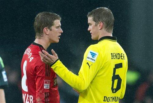 Arsenal poised to bid £15m for Borussia Dortmund defensive midfielder Sven Bender [Mail on Sunday]