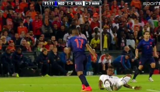 Bo fxoYCQAARpKQ Another pre World Cup injury: Ghanas Jerry Akaminko lands awkwardly late on v Holland [video]