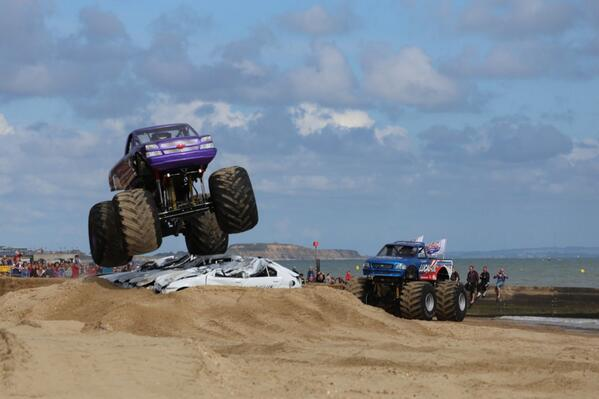 It's not everyday you see monster trucks flying over Bournemouth Beach! #wheelsfest @Bournemouthecho http://t.co/fxORz2Xpwu