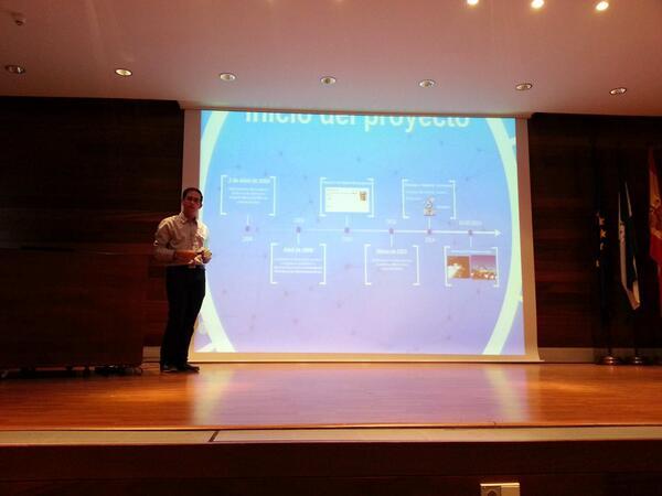 @PakitoOliva nos cuenta cómo está llevando a cabo el proyecto http://t.co/2p2VUnyYnq en Abla #Grande #HackLabAlmería http://t.co/G72IeUBF0t