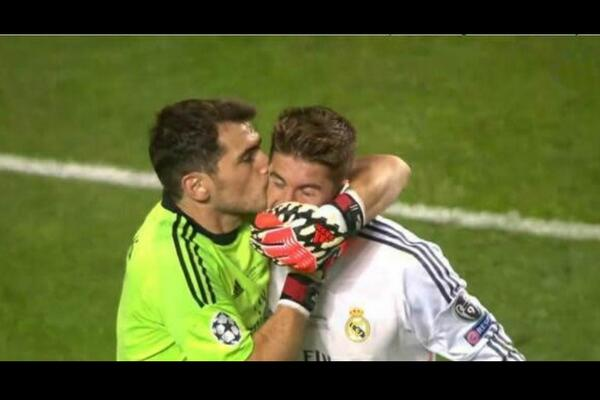 Second kiss from Casillas going into Spanish football history - http://t.co/tMwCfBfiXX [pic via @sebastianfest ]