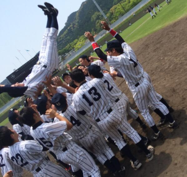 【硬式野球部】2014年度関西六大学野球 春季リーグ戦/第8節/対大院大/2回戦/試合終了/1-0 三番手投手 瀧中が虎の子の1点を守り抜き勝利!大院大から勝ち点1を奪い、2年振りのリーグ優勝に輝きました! http://t.co/1mt0sPZ97H