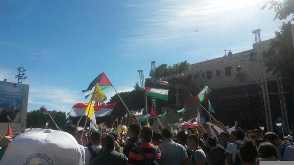 Jordanian Helicopters over the Nativity square, @Pontifex arrives over #Bethlehem #PopeInPalestine http://t.co/b2l4roxXVQ