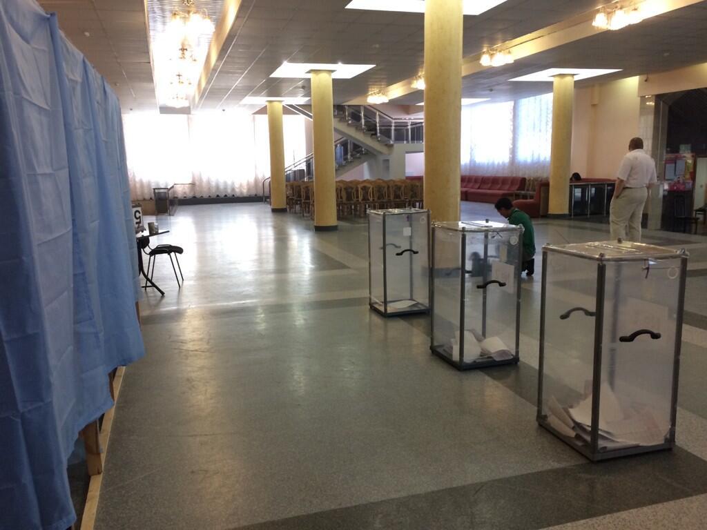 В Донецке террористы закрыли открывшийся избирательный участок - Цензор.НЕТ 1258