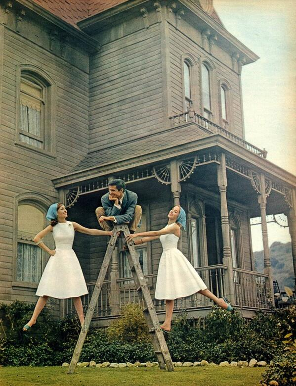 A shot from a 1960 issue of Seventeen magazine which shows a lighter moment in front of the Bates house. #Psycho http://t.co/WLWZuDZNb6