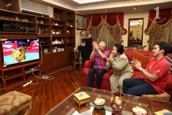 Prime Minister Datuk Seri Najib Razak joined millions of Malaysians in cheering the country's shuttlers playing in the Thomas Cup finals in New Delhi, India.