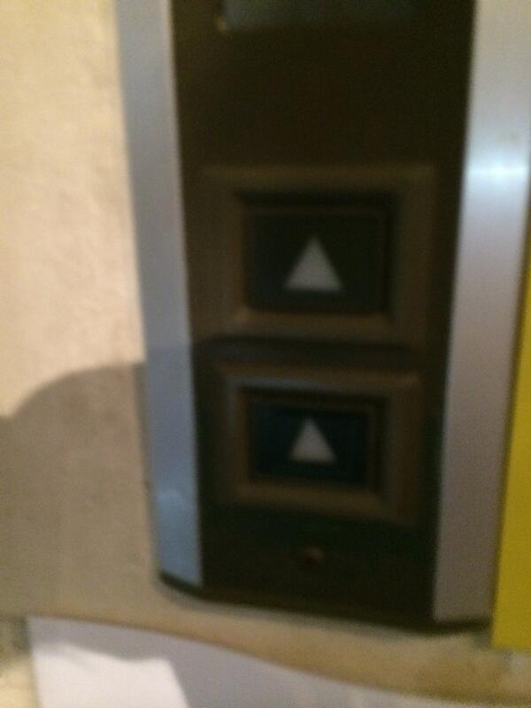 なんだこのエレベーター http://t.co/wJXOkwDjmq