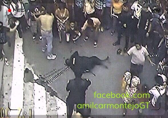 """@amilcarmontejo: Tiroteo. Mujer PNC y ladrón mueren; PNC y ladrón heridos; PMT cierra  6av.  zona1. http://t.co/Id9tYEE71L"""""""