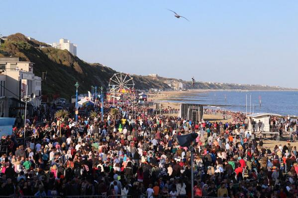 Thousands of people on Bournemouth Beach waiting for the Pier jump in 10 minutes time! #wheelsfest @Bournemouthecho http://t.co/RVg3CPWy7p