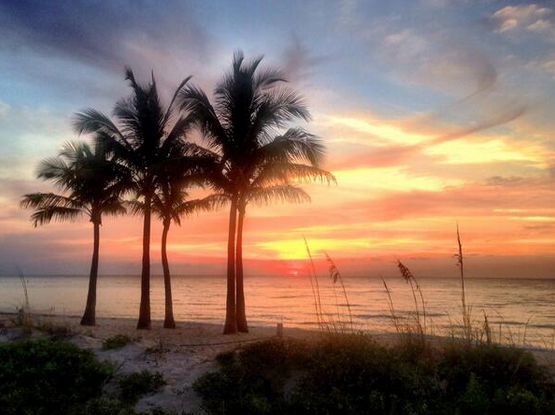 Ft Lauderdale beach this morning http://t.co/EBhAbTApZ8 http://t.co/FLq7MWcBqR