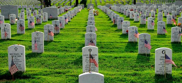 On #MemorialDay please take a moment to remember those that made the ultimate sacrifice while serving. http://t.co/j6w4qGbM9A