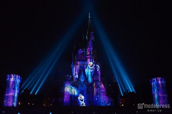 <速報>TDL、初のプロジェクションマッピングお披露目 「アナと雪の女王」も mdpr.jp/disney/1366261  #TDL #ディズニー @TDR_PR pic.twitter.com/jM9hfdbfRt