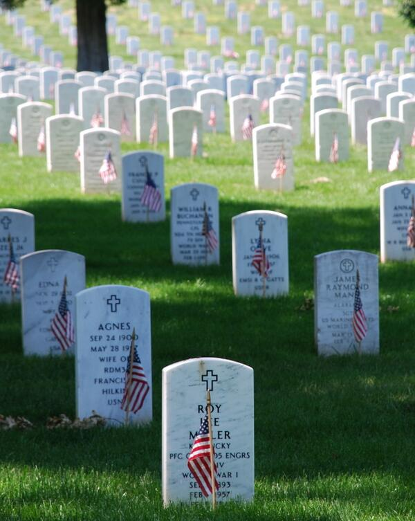 Today we honor those who have made the ultimate sacrifice for freedom, giving their lives in service to our nation. http://t.co/dIWdEqbDhF