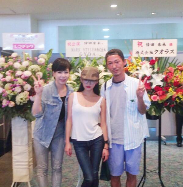 倖田來未さんのツアー,Von voyageにご挨拶しにお伺い❤︎ とてもパワフルで優しい方でした! ツアーおめでとうございます!そしていつもGYDA を着用いただき、ありがとうございます!! 写真はGYDA祝い花の前で❤︎ http://t.co/hcbnrISisj