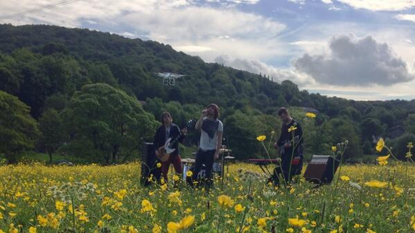 Fab morning in the sunshine watching @embrace film their new video! #sunburnt http://t.co/WIX5d1G8Fu