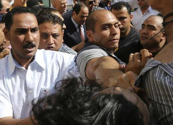 صورة واحدة تختزل المشهد كله في مصر المقلوبة. http://t.co/HK4XMJoOoG