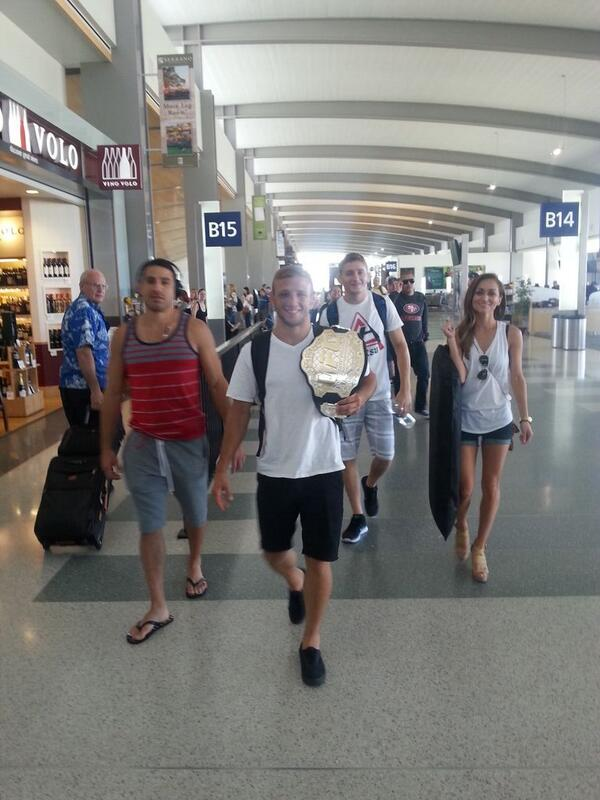 The champ is here in SACRAMENTO! @TJDillashaw @holdsworth135 @rebecca_reynoso #norcal #angelscamp #teamalphamale #swa http://t.co/Y8OeHLhQyw
