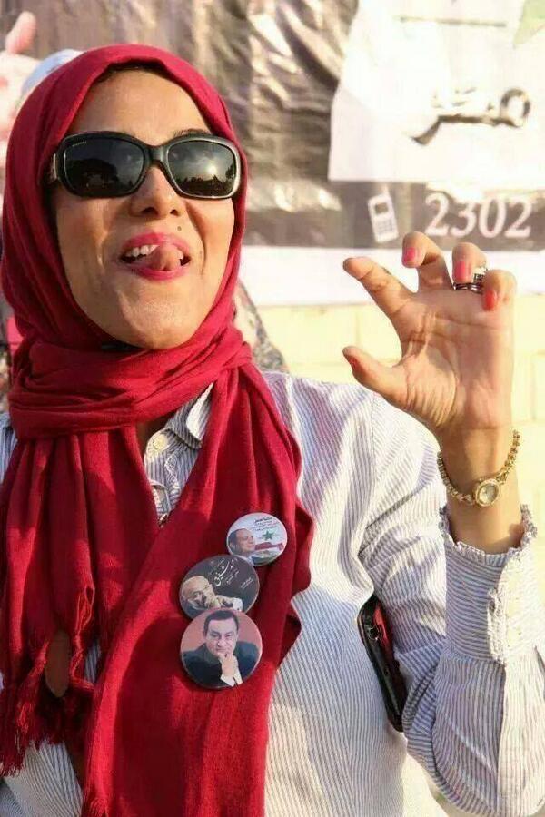 شايفين الست دي  احفظوا شكلها كويس علشان هتظهر معانا في فيلم #المندس http://t.co/MG265USg2y