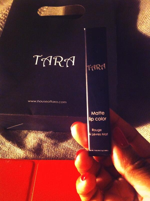 Thank you @AatSpitalfields for introducing me to @HouseofTara cosmetics. This product is amazing! London stockists? http://t.co/61Xd7f2SnX