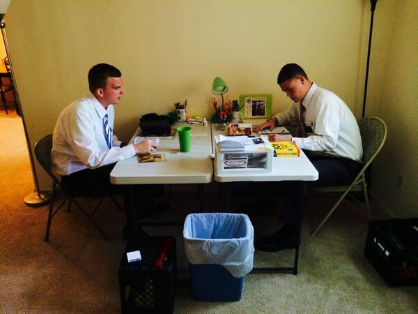 Meet Elders Burrup & Herzog! They're in language study (Spanish) before heading out. #socialmediasplit http://t.co/WLZ4cKIJXd