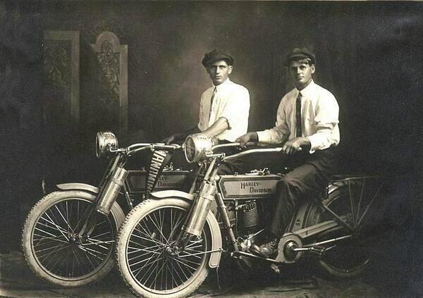 The most famous surnames in the history of motorcycling: William Harley & Arthur Davidson in 1914. http://t.co/cgMGHBJxcW
