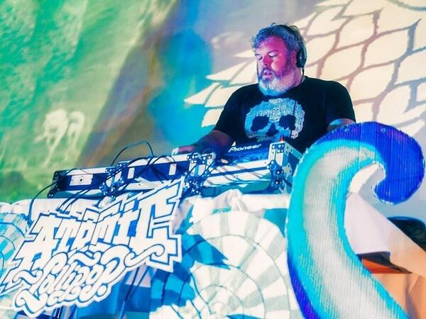 Tomorrow night! @KristianNairn aka #HODOR will be melting faces here at @TheVogue pass it on!! http://t.co/7fPcldDDCu