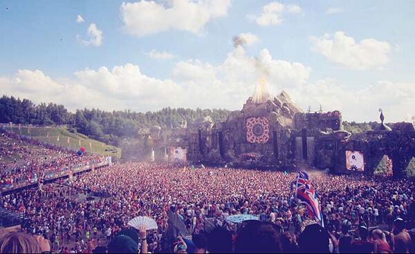 Temos uma notícia que vai fazer você pular em 3, 2, 1: Tomorrowland pode ter edição no Brasil! http://t.co/yynDZwW9Zq http://t.co/hcoP7HDW8F