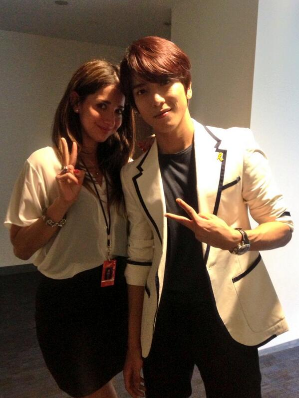 Korea Night/Hyun-Jin Ryu bobblehead night w/popstar Yongwha of @CNBLUE_4. Very nice to meet you/당신을 만나서 좋은! ✌ http://t.co/Tmps99hGOl