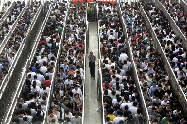 Look at the crazy lines in the wake of Beijing's stepped-up subway security checks. http://t.co/h3HhocjuSI (Reuters) http://t.co/qK5PSABhw7