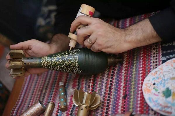 Does anyone know who the beautiful man behind this beautiful craft is? Art from war weapons, only in #Syria: http://t.co/ikLEX8bpk7