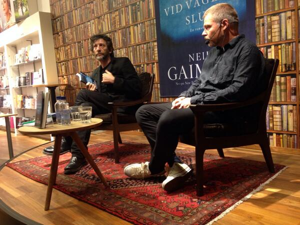I sat so close to @neilhimself I could almost kidnap him. It was a cute talk about being a kid and darkness. http://t.co/PiXH6rlPVK