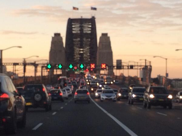 now there's something that shld be permanent - Aboriginal & Oz flags flying together on Bridge! #reconciliation http://t.co/2xJzaJxtjl