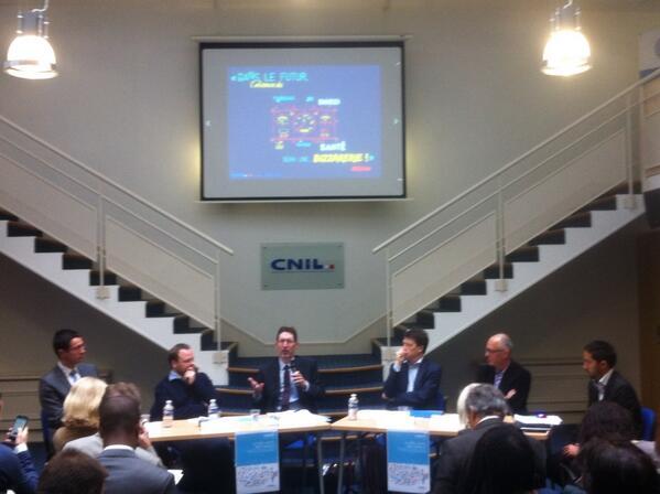 Table ronde #CorpsCapte @cnil en live, avec illustrations #eventypo de @geoffreydorne http://t.co/wKDvOWA74J