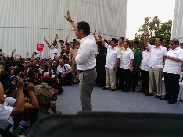 Presiden PKS Anis Matta juga hadir di lokasi