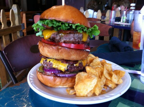 National #Hamburger Day! Get yours! #EatLocal #BestMemphisBurger http://t.co/RiB43fDNLq